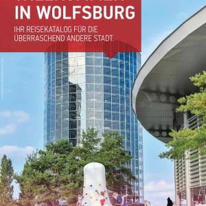 """Das Bild zeigt das Titelbild des Reisekatalogs """"Willkommen in Wolfsburg 2021"""""""