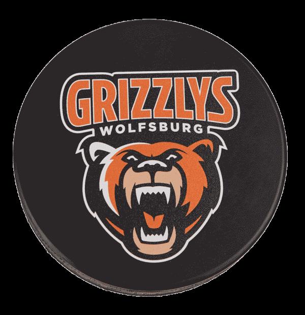 Das Bild zeigt einen Puck der Grizzlys Wolfsburg mit aufgedrucktem Logo.