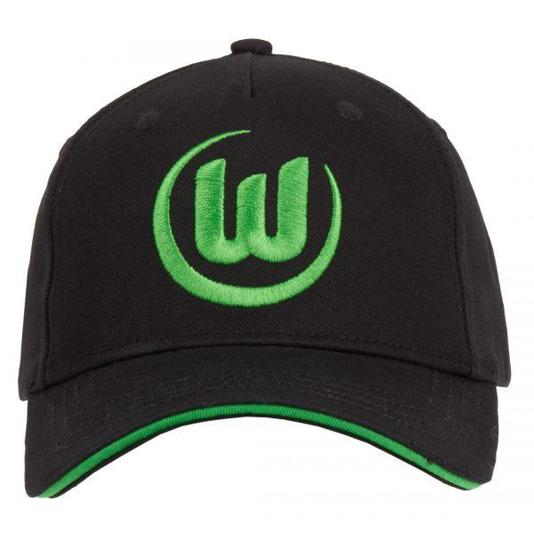 Das Bild zeigt eine Abbildung eines VfL Wolfsburg Caps in schwarz mit aufgesticktem Logo in grün.