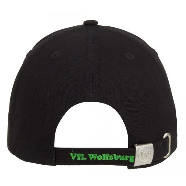 Das Bild zeigt die Rückseite eines VfL Wolfsburg Caps in schwarz mit aufgesticktem Logo in grün.